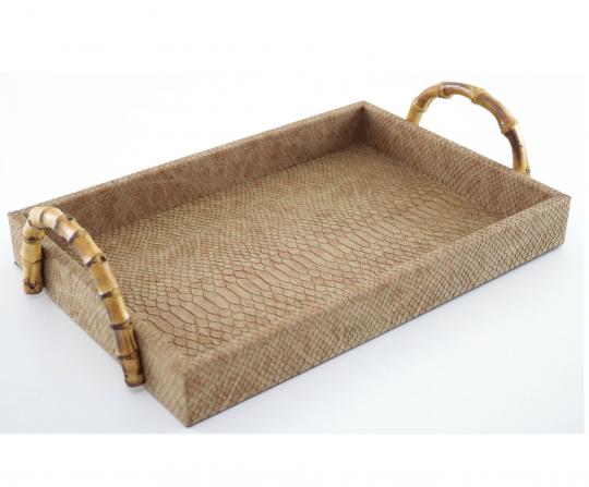 bandeja retangular marrom com alça bambu pequena