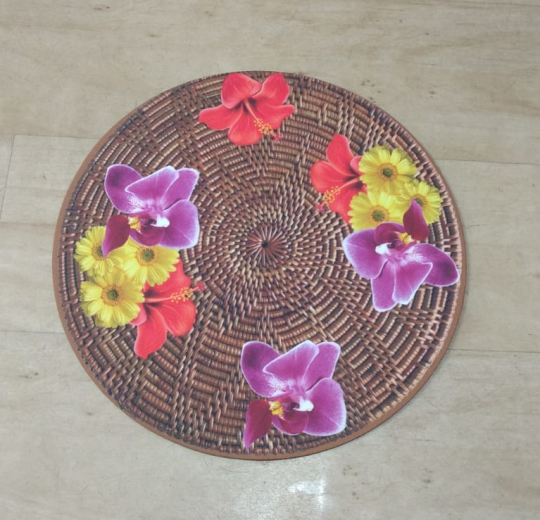 jogo com 4 sousplat e 4 guardanapos marron e flores