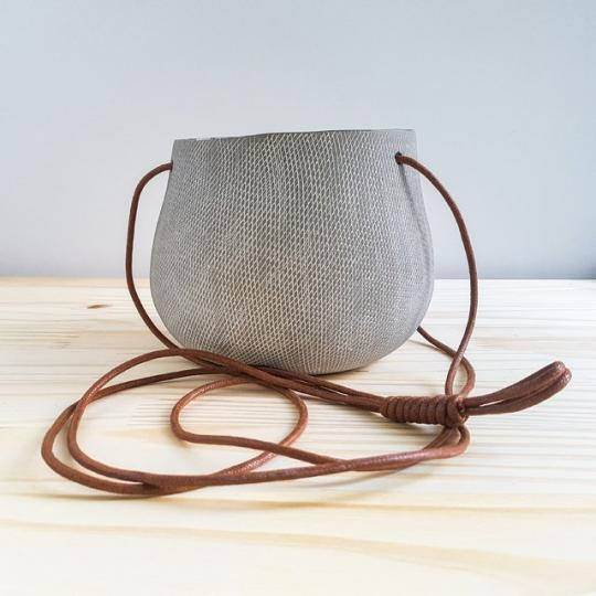 cachepot cerâmica pendente cinza mart